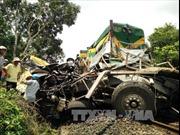 Hiện trường vụ tàu hỏa đâm xe tải gãy thành nhiều khúc tại Bình Định