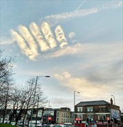 Sửng sốt với đám mây 'Bàn tay của Chúa' trên bầu trời nước Anh