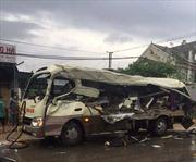 Hai vụ tai nạn liên tiếp cách nhau 1 km, 6 người tử vong