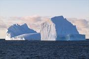 UAE lên kế hoạch kéo băng từ Nam Cực về nghiền ra làm nước uống