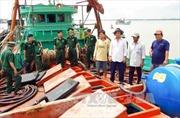 Bắt giữ tàu chở dầu không rõ nguồn gốc trên vùng biển Sóc Trăng