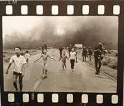 Nhà báo, nhiếp ảnh gia Nick Út tặng hiện vật cho Bảo tàng Báo chí Việt Nam