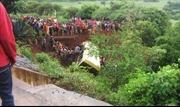 Xe buýt lao xuống hẻm núi ở Tanzania, hàng chục học sinh chết thảm
