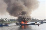 Kiểm tra, làm rõ nguyên nhân vụ cháy tàu thu mua hải sản trên biển