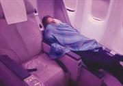 Cơ trưởng ngủ say, giao máy bay chở 300 người cho phi công học việc