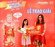 Trao giải nhất của 'Mua bánh Kinh Đô, tiền vô ào ào'