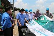 Phó Thủ tướng Chính phủ Trịnh Đình Dũng khảo sát tình trạng sạt lở tại An Giang