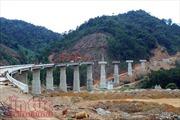 'Dàn trận' tăng tốc thi công cao tốc La Sơn – Túy Loan băng rừng Bạch Mã