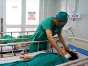 Điều trị thành công cho bệnh nhân bị co giật nửa mặt hơn 8 năm