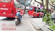 Cần xem xét lại việc cấp giấy phép vào phố cấm cho xe hợp đồng du lịch