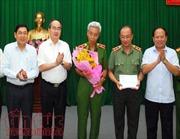 Bí thư Thành uỷ Nguyễn Thiện Nhân khen thưởng đột xuất cho các chiến sĩ công an triệt phá đường dây ma tuý 'khủng'