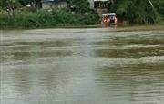Sóc Trăng: Cảnh báo tình trạng bất chấp nguy hiểm khi qua sông