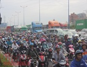 Kẹt xe kinh hoàng trên các tuyến đường ra vào cảng Cát Lái