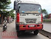 TP Hồ Chí Minh: Xe ben lấn làn xe máy, cuốn một phụ nữ vào gầm tử vong