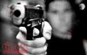Va chạm trong quán bar, đâm nhau bằng dao rồi dùng súng tự chế bắn vỡ tan cửa kính