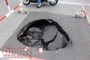 TP Hồ Chí Minh: Xử lý 'hố tử thần' do đường ống nước bị vỡ