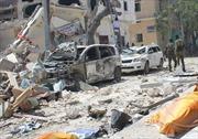Đánh bom liều chết ở thủ đô Somalia, các tay súng giữ hàng chục con tin