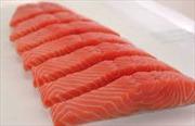 Tạm giữ 70 kg cá hồi phi lê vi phạm quy định ghi nhãn hàng