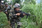 Các tay súng tấn công làng, chiếm trường học, bắt con tin ở Philippines