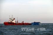 Cứu kịp thời thuyền trưởng tàu bị rơi xuống biển trong đêm