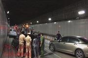 Ô tô đi ngược chiều trong hầm vượt sông Sài Gòn gây tai nạn liên hoàn