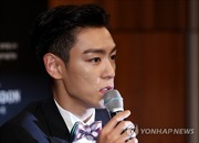 Ca sĩ T.O.P của Big Bang bị phạt tù do dùng ma túy