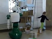 Robot cứu mạng sống của bé gái trong gang tấc