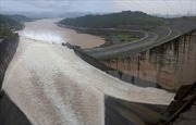Thủy điện Hòa Bình mở cửa xả lũ