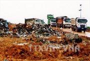 Người dân chốt chặn, ngăn xe chở rác vào bãi rác Nam Sơn