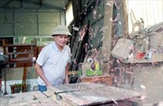 Thương binh Nguyễn Quang Văn làm giàu từ nghề mộc