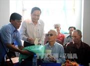 Đồng chí Trần Thanh Mẫn thăm, tặng quà gia đình chính sách nhân dịp 27/7 