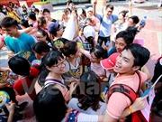 Giới trẻ Hà Nội lan tỏa yêu thương trong ngày hội 'Ôm quốc tế'