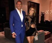 Jennifer Lopez khoe sắc trong trang phục của nhà thiết kế gốc Việt