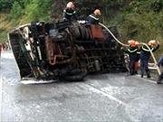 Bắc Kạn: Xe bồn chở xăng dầu bị cháy trơ khung
