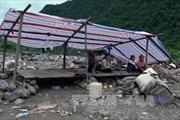 Tập trung phòng chống dịch bệnh tại vùng lũ Mường La, Sơn La