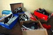 Hơn 5.000 đôi giày nhái hiệu Adidas, Nike, Levi's bị tịch thu