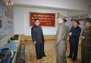 Ông Kim Jong-un thăm nhà máy quốc phòng, Triều Tiên để lộ tên lửa đạn đạo hoàn toàn mới