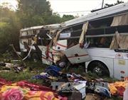 Bình Thuận: Xe khách va chạm xe container khiến 2 người tử vong