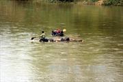 Bị phát hiện vận chuyển gỗ lậu, đối tượng nhảy xuống sông bỏ trốn