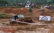 Xem lội bùn, leo cầu, vượt dốc trong giải đua xe ô tô địa hình
