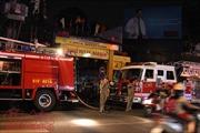 Nhà 7 tầng trong hẻm bốc cháy, nhiều người hoảng sợ