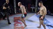 Võ sĩ MMA tung loạt đấm hạ gục trọng tài vì không dừng trận đấu