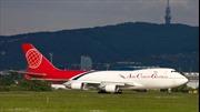 Máy bay Airbus A333 phanh 'cháy đường băng' để tránh máy bay chở hàng