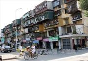 Hà Nội: Chung cư cũ sắp sập, người dân vẫn không chịu di dời