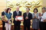 """Trao Kỷ niệm chương """"Vì hòa bình, hữu nghị giữa các dân tộc"""" tặng Đại sứ Cộng hòa Bulgaria tại Việt Nam"""