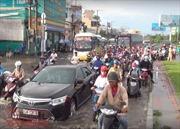 TP Hồ Chí Minh: Mưa lớn kéo dài, giao thông trên nhiều tuyến đường bị ùn ứ