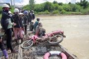 Hai mẹ con thương vong khi rơi xuống dòng nước chảy xiết