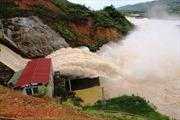 Mưa lớn gây vỡ đập, sạt lở đất lấp nhà dân tại Hà Tĩnh