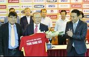 HLV Park Hang Seo chính thức ký hợp đồng dẫn dắt tuyển Việt Nam