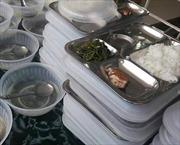 Thanh Hóa: Kiểm tra suất ăn bán trú 19.000 đồng chỉ có miếng cá và rau